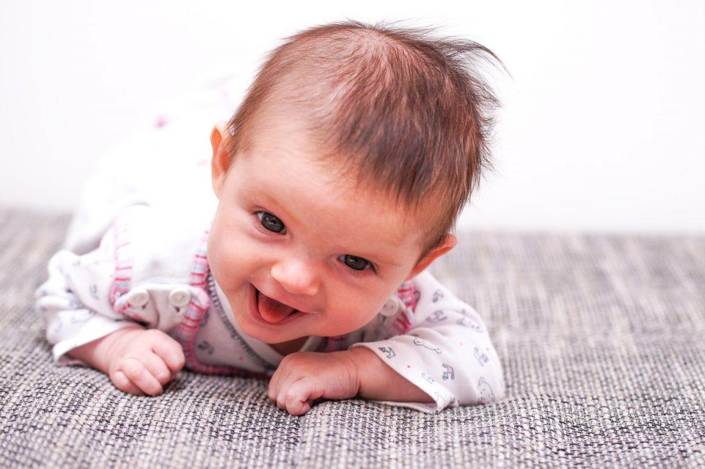 baby crawl tongue